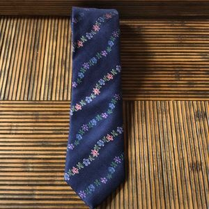 Thomas Pink silk tie with floral design